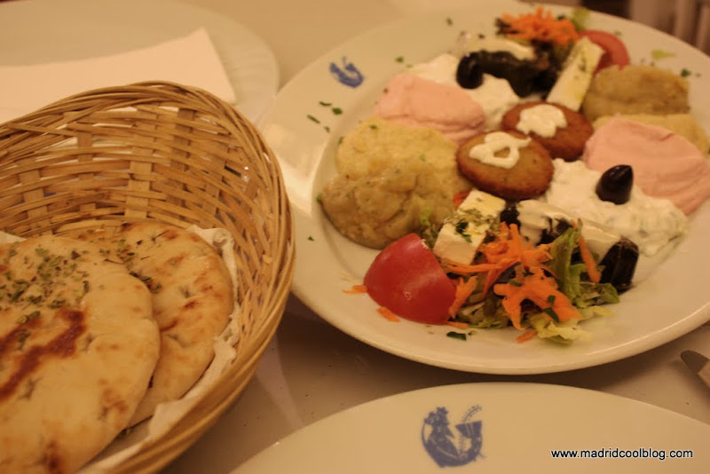 MADRID COOL BLOG restaurante griego dionisios malasaña chueca san gregorio san mateo musaka piklia