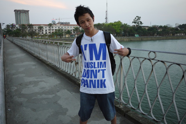 Shirt with words I'm Muslim Don't Panik