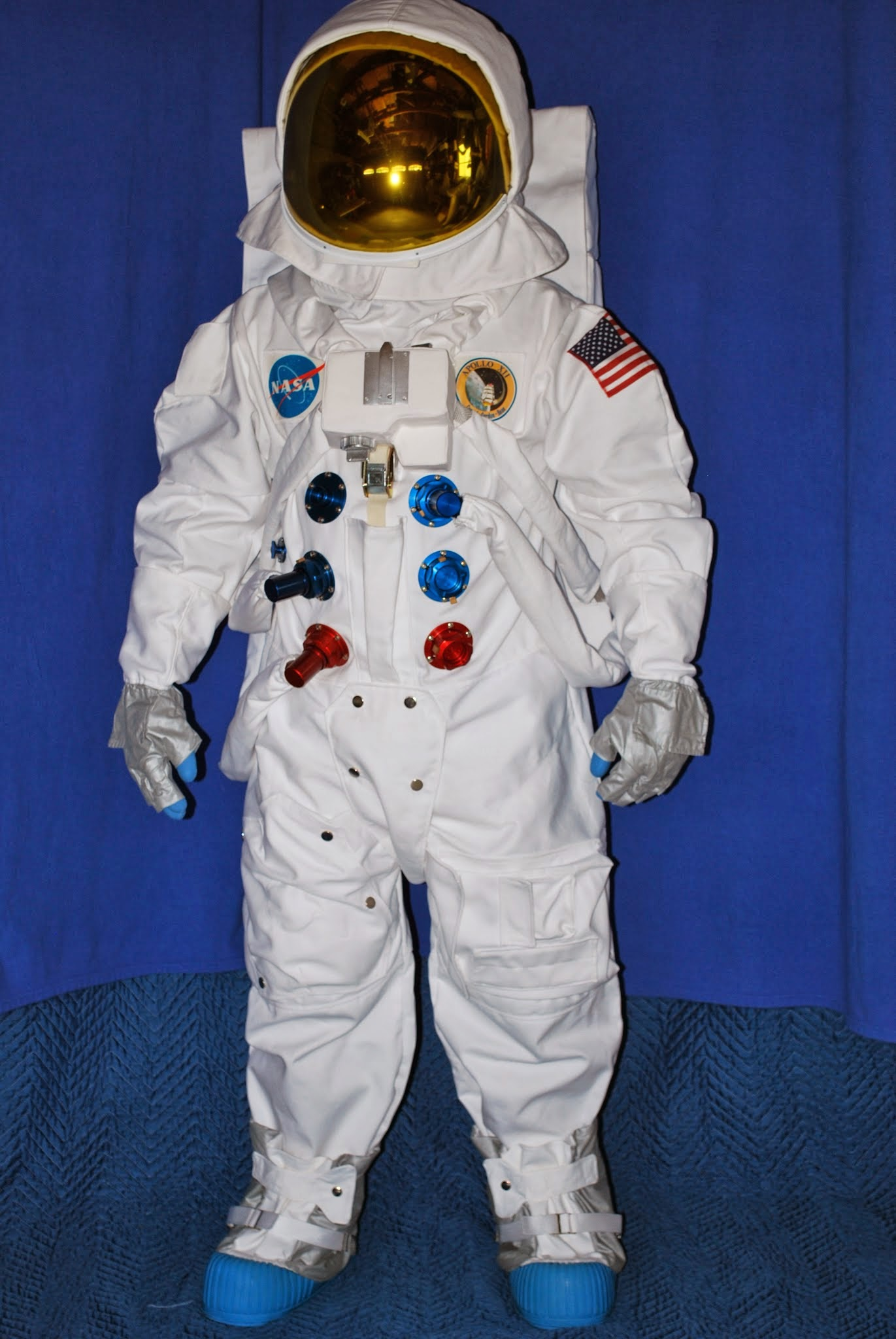 astronauts space suit labeled - photo #33