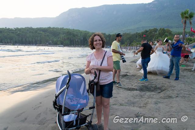 Akyaka plajında bebeğimle dolaşırken