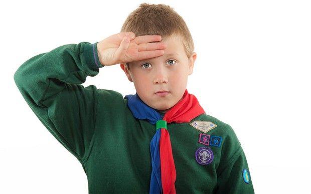 Boy scout uniformado en el Reino Unido