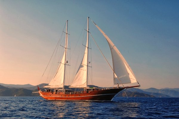 Top 5 ultimate sailing adventures on luxury sailboats