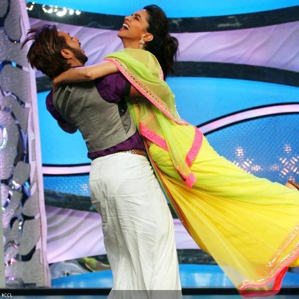 Deepika Padukone gets literally swept off her feet by judge Terence Lewis during the promotion of the movie Chennai Express, on the sets of dance reality show DID Super Moms, in Mumbai, on July 3, 2013. (Pic: Viral Bhayani)