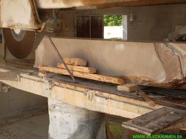 Bilećki kamen - sečenje sirovog kamena