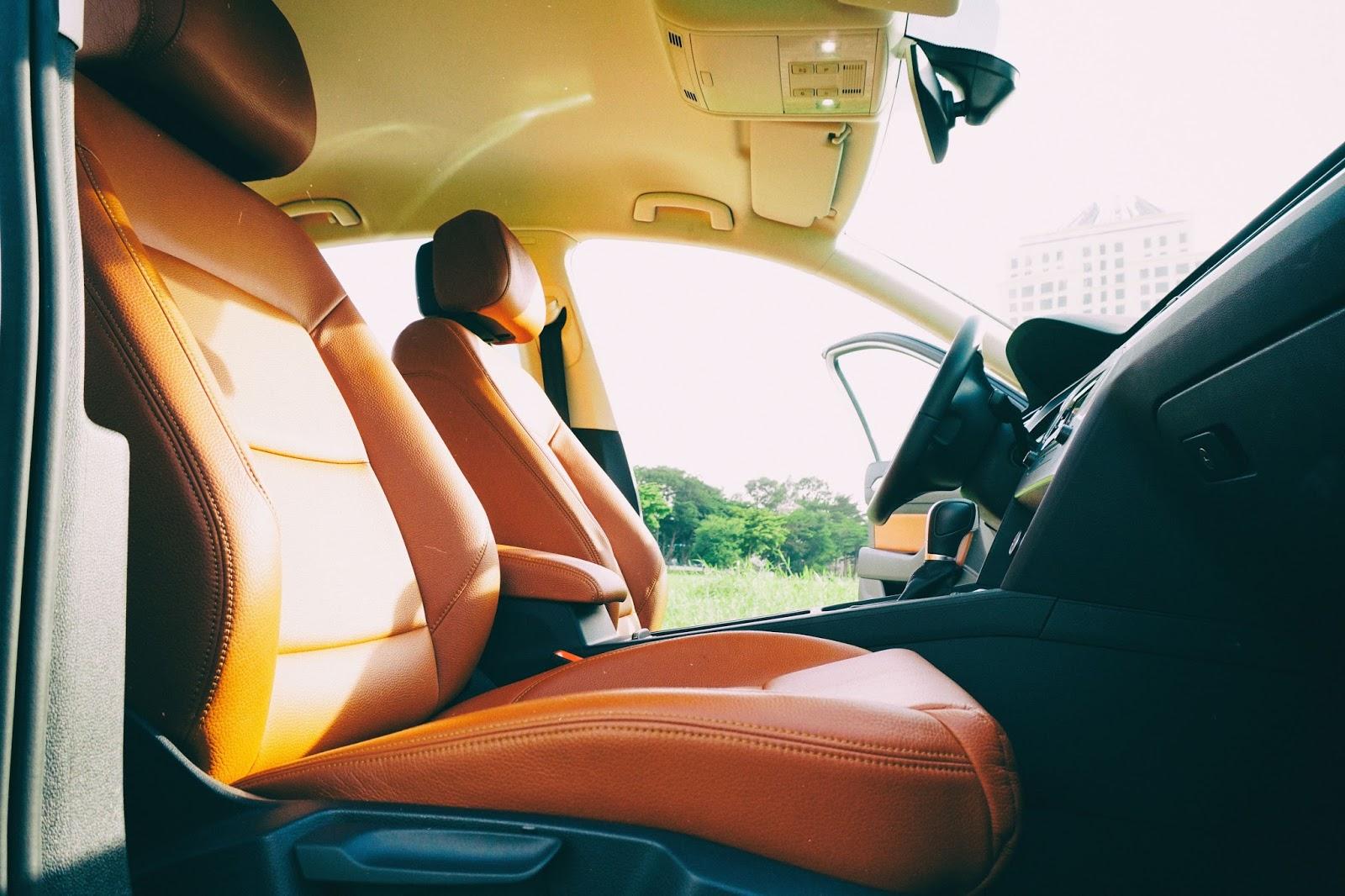 Ngồi trong xe cho tôi cảm giác trống trãi vì...nó quá rộng