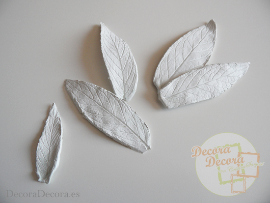 Hacer hojas de arcilla.