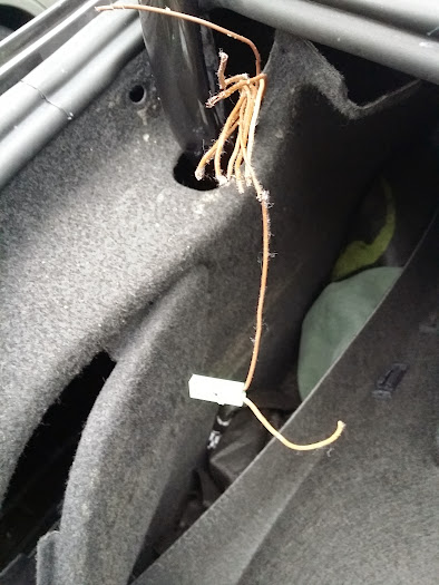 20140822_071848 vwvortex com my trunk wiring harness is slowly dying vw cc trunk wiring harness at crackthecode.co