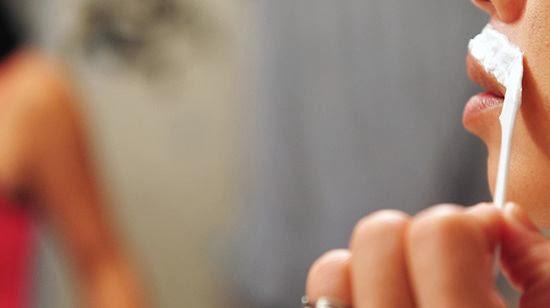 550px-Bleach-Facial-Hair-Step-4 নিমিষেই উজ্জ্বল ফর্সা ত্বক পেতে ব্লিচ