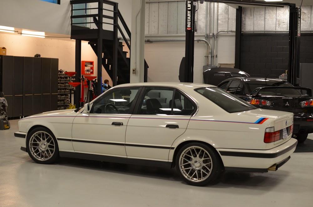 E34 M5 And E28 535i M Stripes Delorean