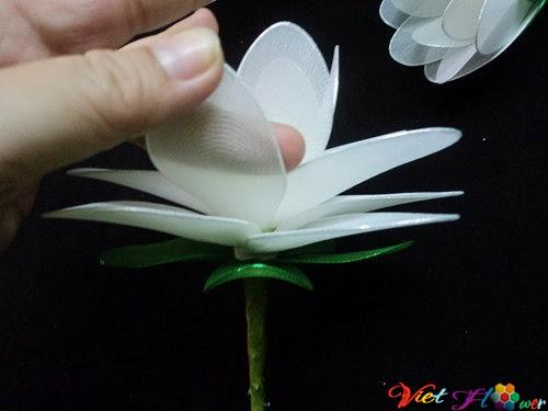 Làm hoa sen trắng bằng vải voan (bước 10)