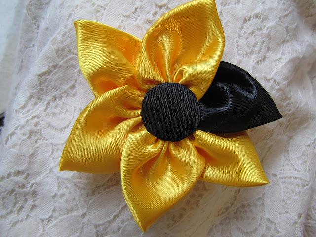 Brose handmade floricica 1 Martie maro