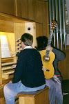 Mariangeles Sánchez Benimeli en un ensayo con sus obras para Órgano y Guitarra