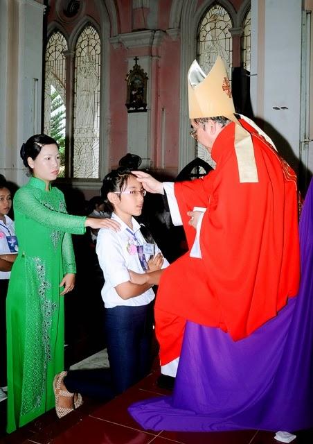 Hình ảnh Đức Giám Mục Viếng thăm mục vụ và ban Bí Tích Thêm Sức tại Giáo Xứ Tấn Tài – Ninh Thuận.