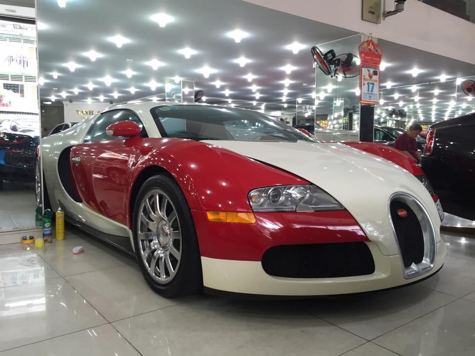 Bugatti Veyron độc nhất Việt Nam đang nằm ở Quận 5 để...tút lại vẻ đẹp trai