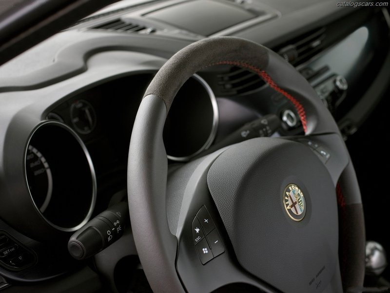 صور سيارة الفا روميو جيوليتا 2013 - اجمل خلفيات صور عربية الفا روميو جيوليتا 2013 - Alfa Romeo Giulietta Photos Alfa_Romeo-Giulietta_2011_17.jpg