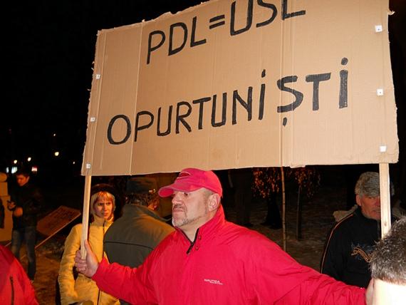 PDL = USL, opurtuniştii - protest în Suceava