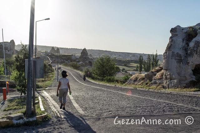 Kapadokya'da yürürken