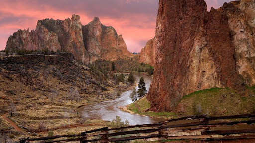 Smith Rock State Park at Sunrise, Oregon.jpg