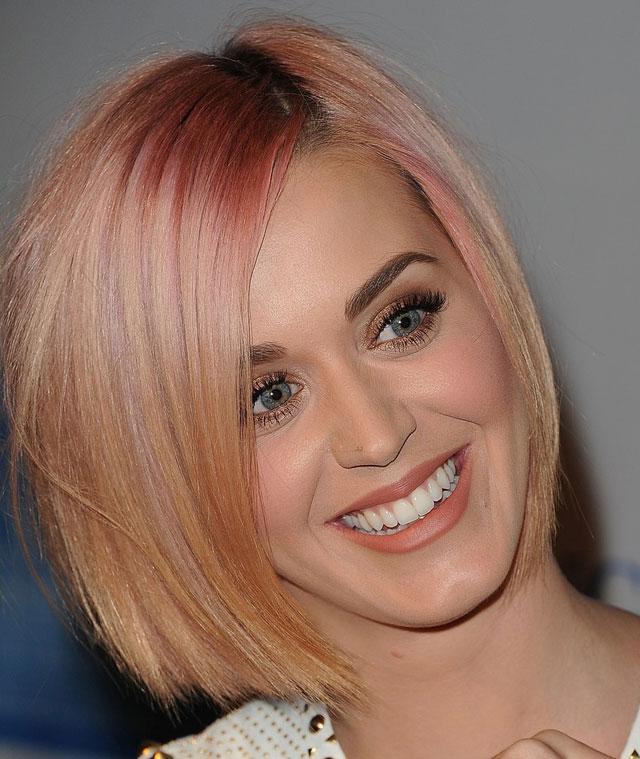 04faa7c38 Katy Perry loira e de cabelo curto