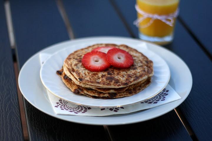 Sunde morgenpandekager med hytteost og æble