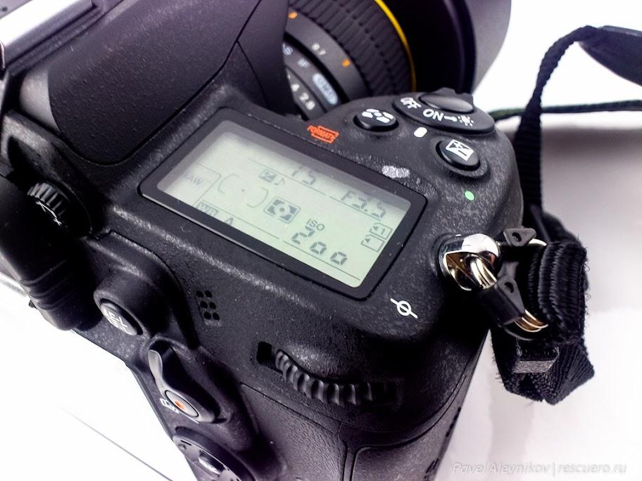 Nikon D7000 - вспомогательный экран и основной диск управления