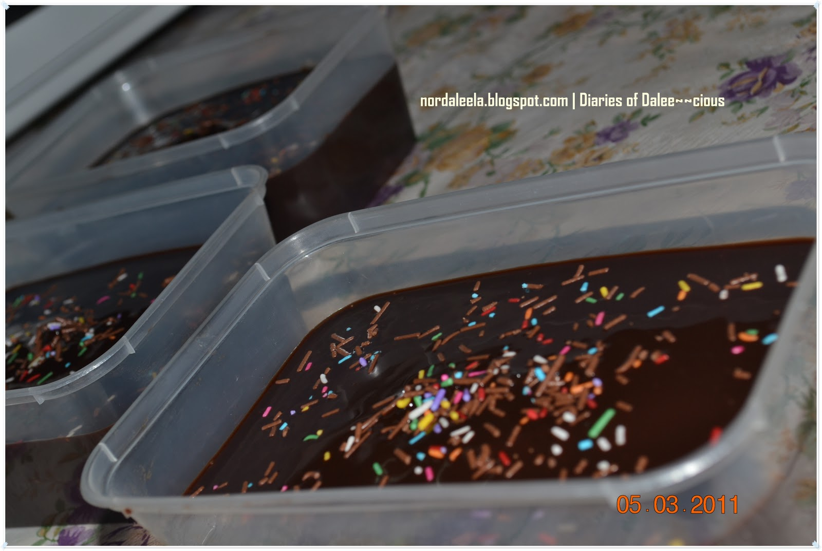 Diaries of Dalee~~cious ~: Resepi : Moist Chocolate Cake with ...