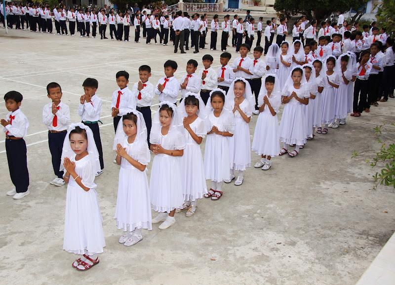 Thánh lễ ban Bí Tích Thánh Thể và Bí Tích Thêm Sức tại Giáo Xứ Thủy Lợi