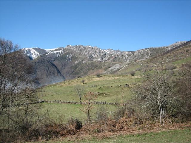 Rutas Montaña Asturias: Camino en la zona de la Mortera
