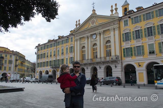 Nice'teki Garibaldi meydanında
