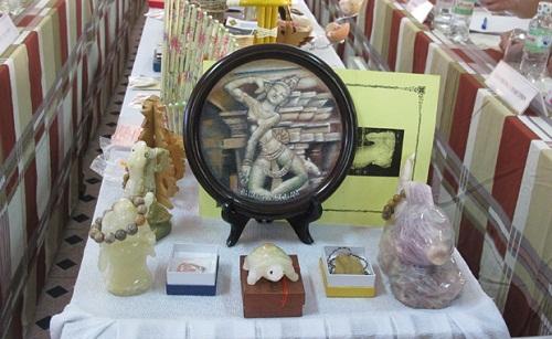 hotel-da-nang-beach-souvenirs
