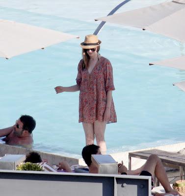 Anne Hathaway has a bikinWedgie