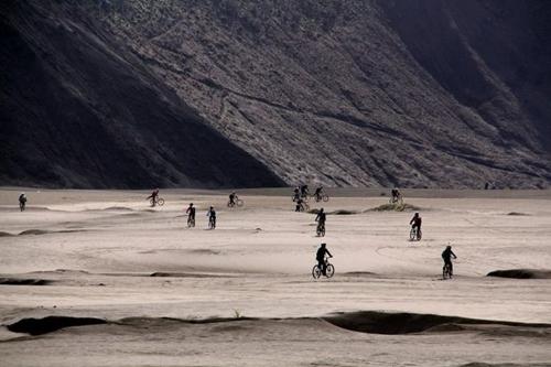 Foto ini diambil oleh om Amim. Kata om Danu (goweser lainnya), foto ini diberi judul Epic Riding. Sungguh foto yang indah.