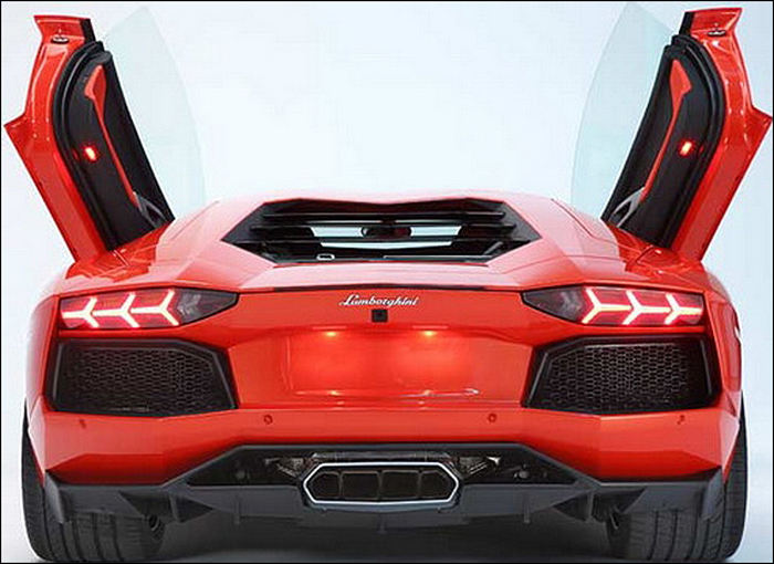 finalmente o lamborghini aventador em toda a sua gl ria car blog br. Black Bedroom Furniture Sets. Home Design Ideas