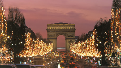 Champs Elysees in December, Arc de Triomphe, Paris, France.jpg