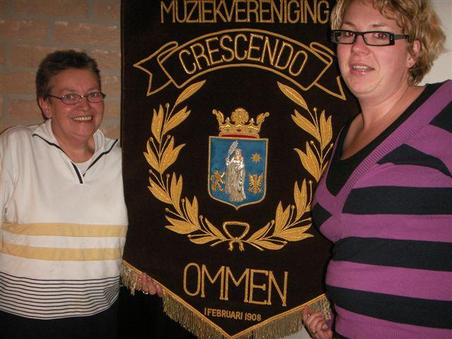Mieke Veurink-Heijink en Marieke van Elburg van de jubileumcommissie 2008