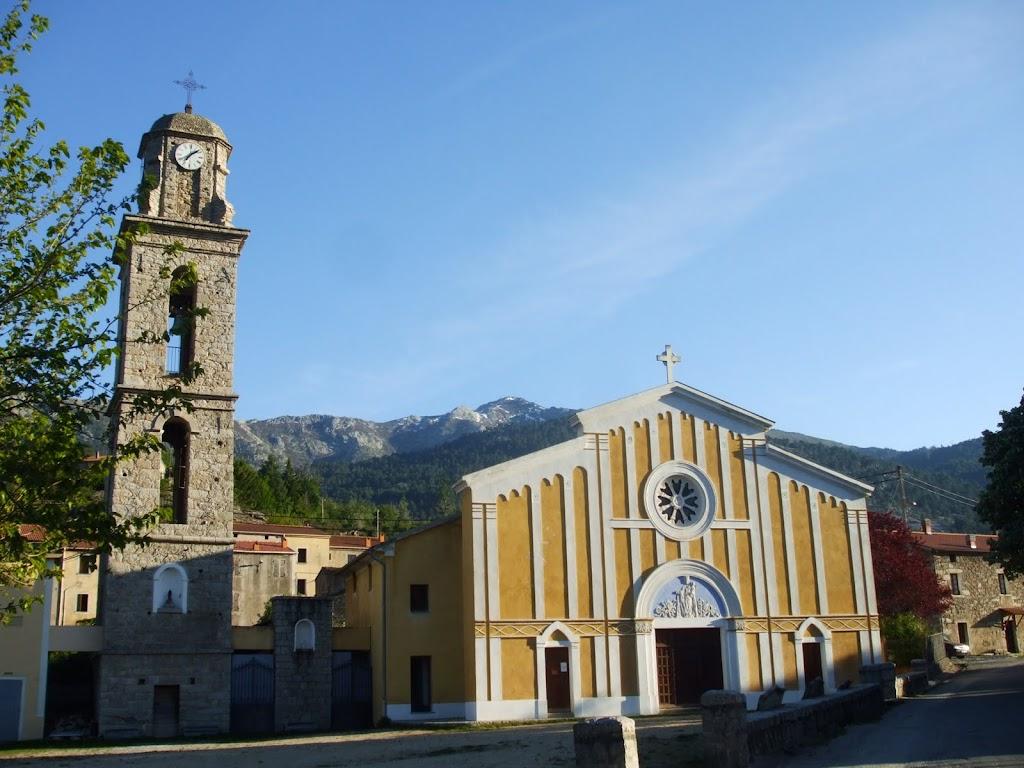Niolo : Casamaccioli. Sur le flanc de l'église, le gîte où l'hospitalité corse prendra pour nous tout son sens