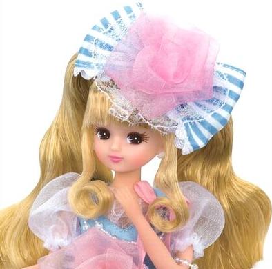 Mái tóc của Licca công chúa được tô điểm thêm bởi chiếc nơ thật đáng yêu