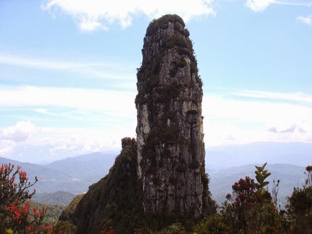 Gunung-Batu-Lawi-Mount-Batu-Lawi