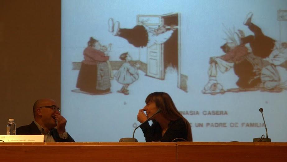 """Antonio Altarriba y Montse Morcate, debatiendo sobre el cómic, en el curso """"El álbum familiar: otras narrativas en los márgenes"""", Foto de Eduardo Tejera Torroja, 2013"""