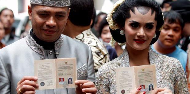 Foto-foto+Pernikahan+Krisdayanti+-+Raul+surat+nikah.jpg
