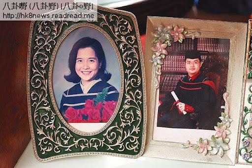 甘老太自言個個都錫,她的屋內仍放了二子甘琨禮女兒蕎因及其兒子連宏的畢業照。(關永浩攝)