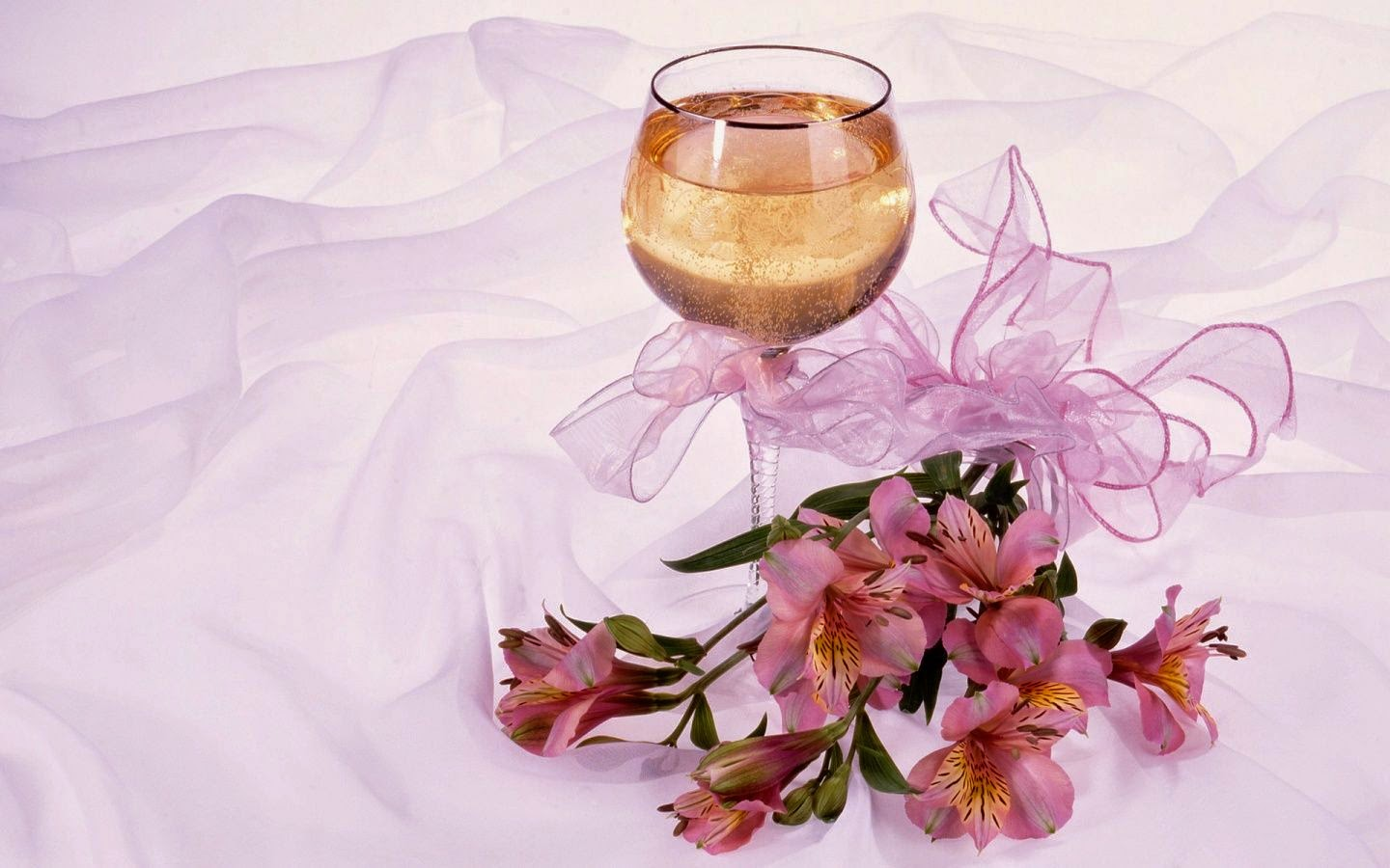 glass-champagne-wallpapers-8180-1440x900