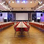 Velký sál při konferenčním uspořádání