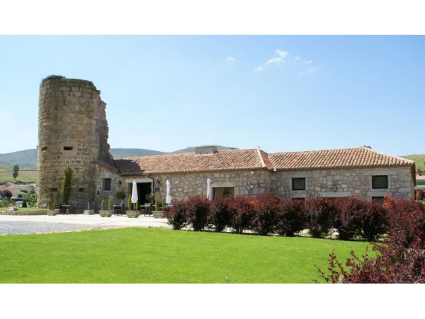 Avila-Villatoro-hotel-posada-castillo-Torre-Mayorazgo
