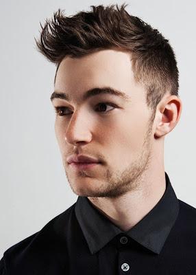 Peinados modernos para hombres con entradas