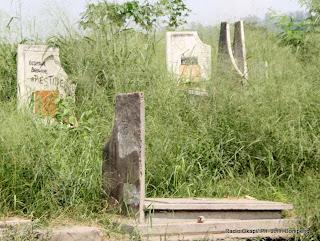 Des tombes au cimetière de Kintambo le 4/06/2012 dans la commune de Ngaliema à Kinshasa. Radio Okapi/ Ph. John Bompengo