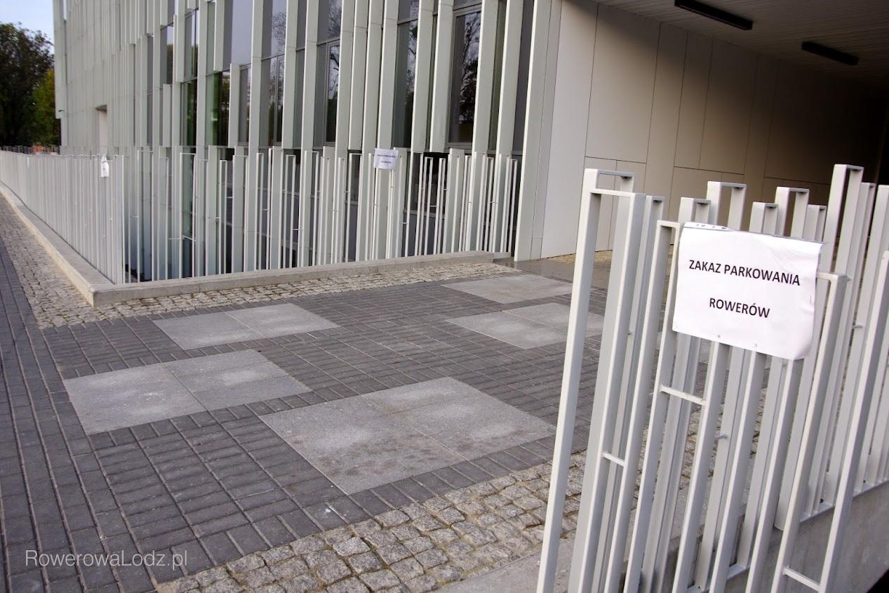 Niby znak jest oczywisty, bo istnieje parking dla rowerów