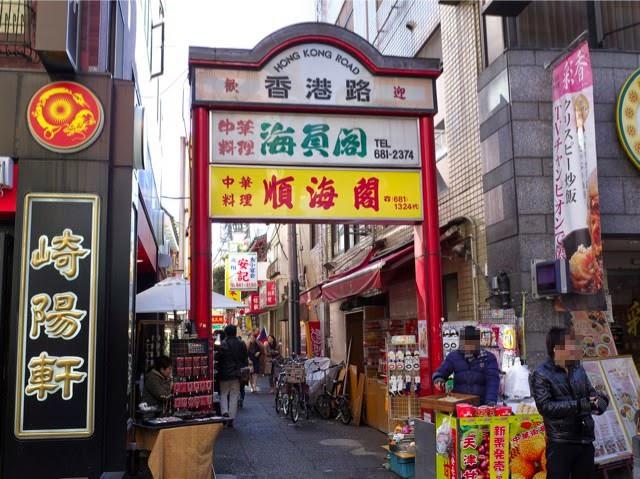メイン通りの脇にある細い通り「香港路」