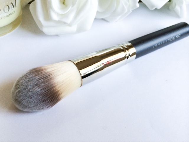 Louise Young LY34 Super Foundation Brush review