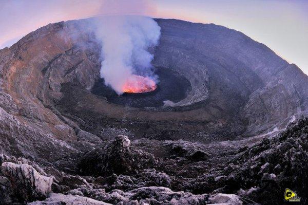 استكشافية لبركان نيراجونجو افريقيا 21.jpg